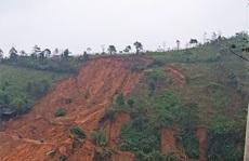 Quảng Trị: Vết nứt 'khủng' xuất hiện trên đồi, người dân xã Húc rùng mình khi qua lại