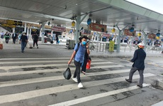 Tạm dừng hoạt động một hãng xe do chèo kéo khách ở sân bay Tân Sơn Nhất
