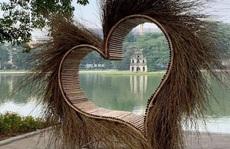 Hà Nội tháo dỡ 'trái tim quái dị' bên Hồ Gươm