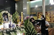 NSƯT Hoài Linh khóc phút cuối tiễn đưa linh cữu nghệ sĩ Chí Tài ra sân bay sang Mỹ