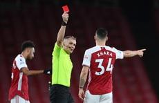 Aubameyang phản lưới nhà, Arsenal nhận 3 trận thua liên tiếp