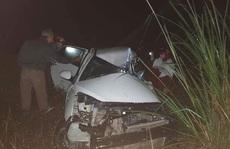 Xe tải và xe con đấu đầu trên dốc Ba Cô, tài xế tử vong kẹt trong cabin