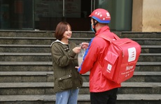 Một khách hàng đặt đơn hàng hơn 100 ổ bánh mì trong ngày 12-12