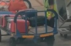 Tìm thấy lọ nước hoa Chanel bị mất của khách trong ba lô nhân viên hàng không ở Nội Bài