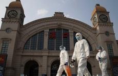 Chuyên gia quốc tế đến Trung Quốc 'làm cho ra lẽ' về Covid-19