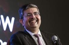 Từ bỏ giấc mơ vì chết hụt, sếp ngân hàng Ấn Độ trở thành tỷ phú USD