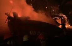 Quảng Bình: 1 tàu cá bất ngờ bốc cháy ngùn ngụt trong đêm