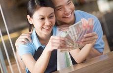 Từ 2021, lương chồng có thể chuyển thẳng vào tài khoản vợ: Thực hư thế nào?