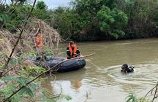 Lật thuyền giữa sông Ba, 1 thanh niên chết đuối