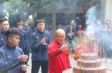HLV Park Hang-seo cùng 2 đội tuyển Việt Nam và U22 dâng hương tưởng niệm các Vua Hùng