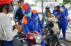Giá xăng tiếp tục tăng gần 400 đồng/lít