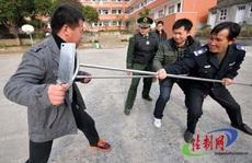 Trung Quốc: Cầm dao đâm chết 7 người bên ngoài phòng xông hơi