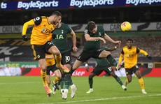 Tottenham đánh rơi chiến thắng phút cuối, lỡ Top 4 Ngoại hạng Anh