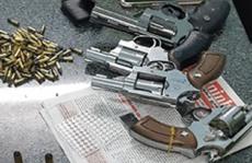 Bắt đối tượng mang 4 khẩu súng và 164 viên đạn để đi đánh nhau