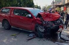 Xe ôtô bán tải tông liên hoàn, 4 người thương vong