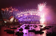 Chào năm 2021: Giao thừa lạ lùng ở nhiều nơi trên thế giới