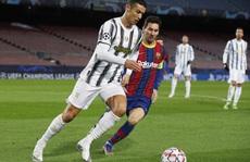 Ronaldo lập cú đúp, Juventus đè bẹp Barcelona