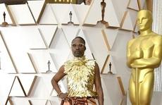 Thảm đỏ Oscar 92: 'Té ngửa' với những mẫu thời trang... quá sức tưởng tượng!