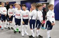 Sốc với biến tướng việc làm Mascot các trận bóng đá ở Anh
