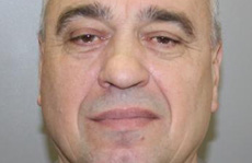 Tại sao cựu quan chức nhà tù Nga có thể rút súng tự tử ngay giữa tòa?