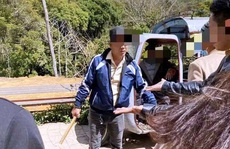 Tranh giành chỗ chụp hình ở hồ Vô Cực - Đà Lạt, một du khách Thái Lan bị đánh bầm dập