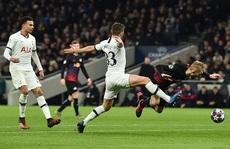 Nghiệt ngã penalty, á quân Tottenham thua sốc RB Leipzig