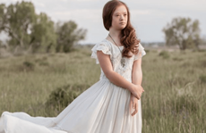 Người mẹ đồng hành với con gái bị Down trong hành trình thành người mẫu
