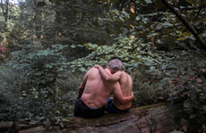 Cám cảnh những thanh niên tị nạn bán dâm sống qua ngày