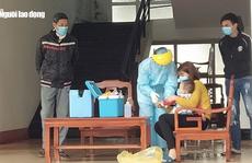 Những hình ảnh bác sĩ '3 cùng' ăn-ở-chống dịch Covid-19 tại tâm dịch Sơn Lôi