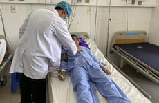 Cứu sống bệnh nhân tiêu máu đỏ bầm, tiền sử hút thuốc lá