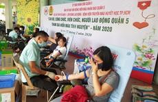 300 CNVC-LĐ tình nguyện hiến máu