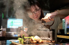 Bò bàn ủi, ốc kéo sợi và loạt món ăn độc lạ tại TP HCM