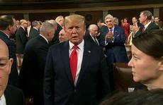 Sắp thoát luận tội, Tổng thống Trump 'trở lại mạnh mẽ'