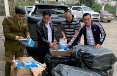 Phát hiện hơn 22.000 khẩu trang y tế 'vô chủ' ở Lào Cai