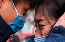 Virus corona 'đục khoét' tuyến đầu chống dịch trong bệnh viện Trung Quốc