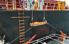 Cận cảnh treo dây cáp trên biển, cứu nạn thuyền viên Philippines