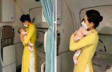 Nữ tiếp viên bế cháu bé 2 tháng tuổi trên máy bay từ Frankfurt về Hà Nội