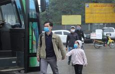 [CLIP] Đeo khẩu trang nơi công cộng: Người Việt nghiêm túc, người nước ngoài lác đác