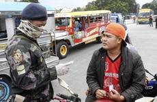 Covid-19: Cảnh sát vũ trang hạng nặng xuất hiện, Manila vắng lặng như tờ