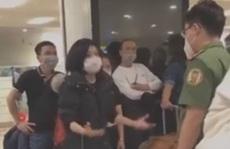 Người phụ nữ từ nước ngoài về lớn tiếng tại sân bay Nội Bài đòi tự cách ly