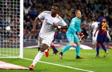 Rực lửa siêu kinh điển, Real Madrid hạ Barcelona lên ngôi đầu
