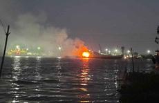 Cháy tàu chở xăng trên sông Đồng Nai, 2 người tử vong, 1 người mất tích
