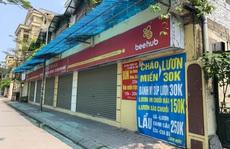 CLIP: Hàng loạt cửa hàng 'cửa đóng then cài' để chống dịch Covid-19
