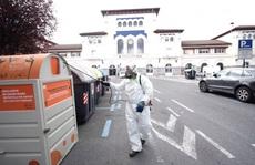 Covid-19: Người chết tăng đột biến, sân băng Tây Ban Nha thành nhà xác