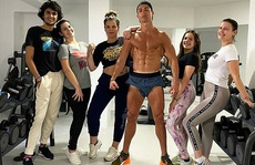 Choáng với body 'siêu nhân' tuổi 35 của Ronaldo giữa mùa dịch