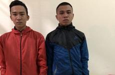 """CSGT bắt 2 đối tượng mang theo súng để """"phòng thân"""""""