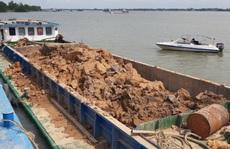 Bắt giữ 7 sà lan của 2 công ty khai thác trái phép đất sét trên sông Hậu