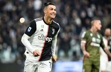 Ronaldo mua máy tính tặng đồng đội Juventus vì... nhận thẻ đỏ