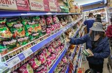 Phóng sự ảnh: Hàng hóa đầy ắp siêu thị trước thời khắc 'cách ly toàn xã hội'
