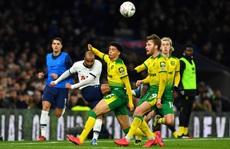 'Người nhện' thành tội đồ, Tottenham bị loại sốc ở FA Cup